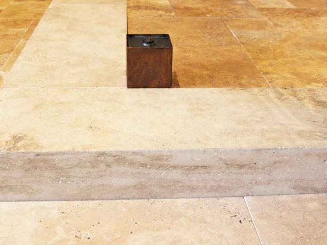 Blockstufen Travertin Cremo Medium Fine Line und Travertin Ordon-Gold Terrassenplatten