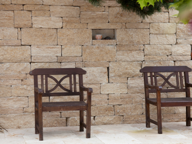 Castellino Jura Marmor und Travertin Cremo Medium Fine Line