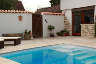 Terrassenplatten Travertin Cremo Medium Fine Line