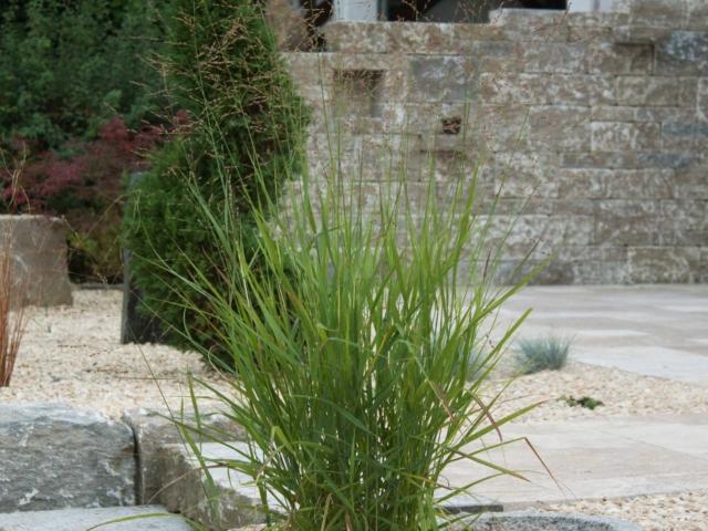 Muschelkalk Systemmauer Sitzsteine und Travertin Terrassenplatten